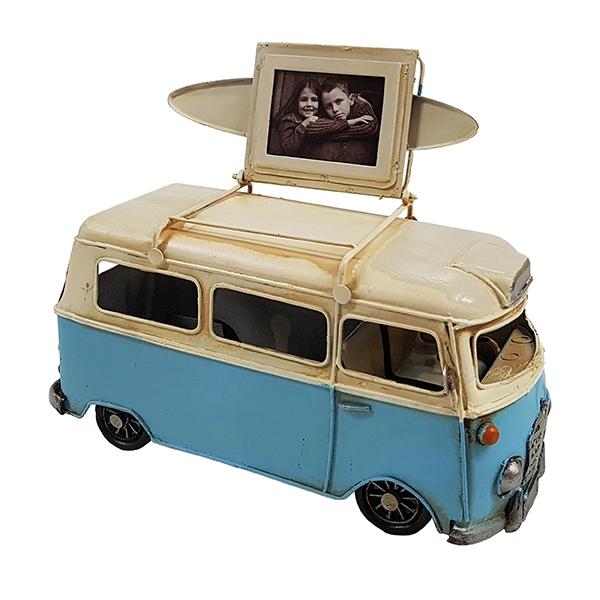 וואן רטרו קלאסיק שנות השישים ורוד לבן + גלשן ומסגרת לתמונה על הגג