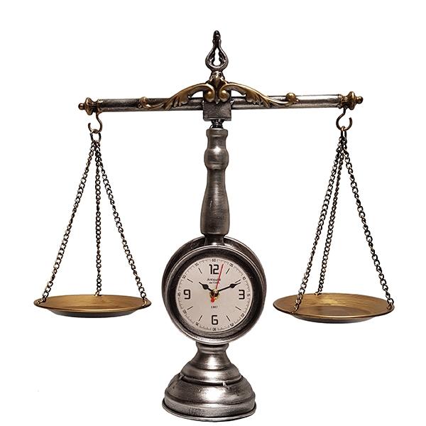 שעון שולחני בעיצוב רטרו בצורת מאזני צדק