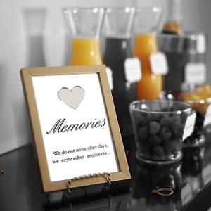 מסגרות לתמונות ושלטים דקורטיבים